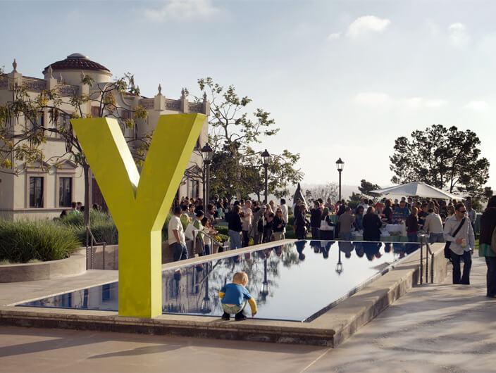 StudioConover - AIGA Y13 Conference | Y13 courtyard design